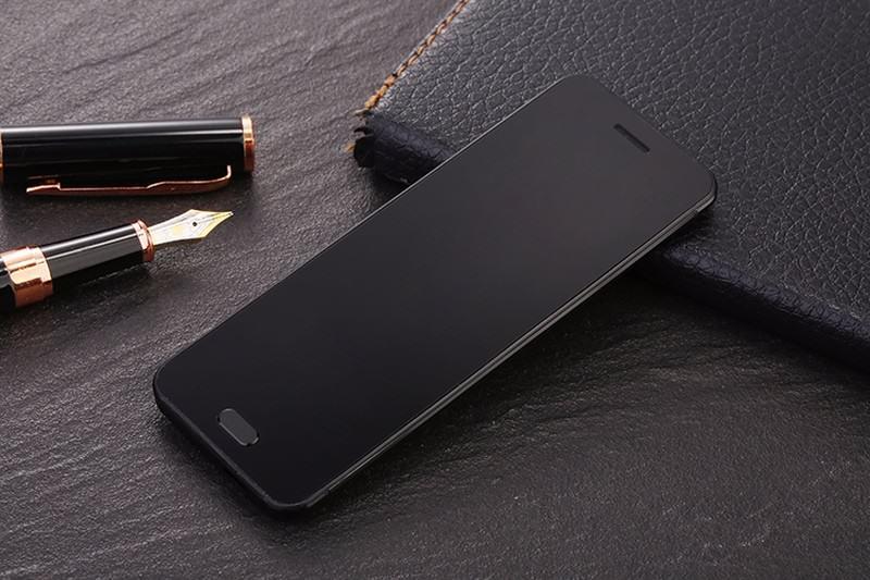 Телефон размером с кредитную карту